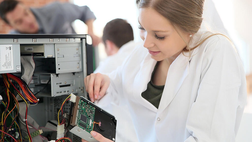 3 Reasons Why Right to Repair Is The Best Thing For Your Business_Finance_Sage Sustainable Electronics
